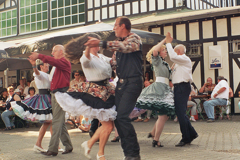 800px-Square_Dance_Group